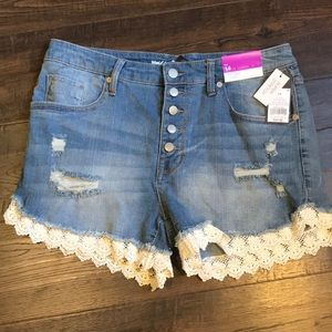 👖DISTRESSED LACE JEAN SHORTS NWT